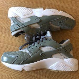 Nike Air Huarache | Olive Green | Size 6.5